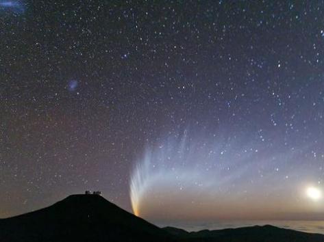 Comet dances in the night