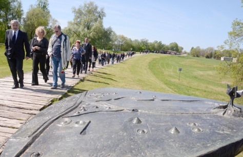 Ognjen Kraus, front left, head of Croatian Jewish Councils Coordination at Jasenovac 15 April 2016 Separate commemoration of victims of Holocaust Photo: Nikola Cutuk/Pixsell